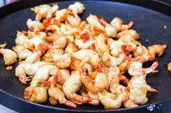 煮熟的大虾 清洗大虾 免版税库存照片