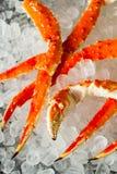 煮熟的有机阿拉斯加的巨蟹腿 免版税图库摄影