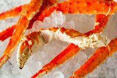 煮熟的有机阿拉斯加的巨蟹腿 免版税库存图片