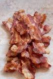 煮熟的油腻烟肉 图库摄影
