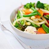 煮熟的混杂的牌照蔬菜 图库摄影