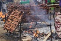 煮熟的猪肉 (对棍子的猪) 免版税库存照片