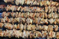 煮熟的猪肉 烤肉午餐 开胃shashlik特写镜头 免版税库存图片