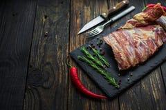 煮熟的肋骨用在浅景深的肉 图库摄影