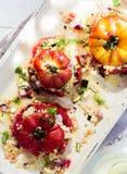 煮熟的被烘烤的蕃茄用新鲜的草本 库存图片