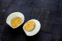 水煮蛋对分风景上面 库存照片