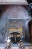 熄灭有炽热焦炭的无盖货车 免版税图库摄影