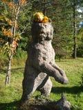 熊在秋天森林里 免版税图库摄影