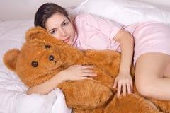 熊女孩女用连杉衬裤 免版税库存图片
