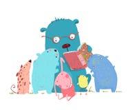 熊小组的阅读书动物孩子 库存照片