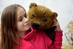 熊少年女孩的女用连杉衬裤 免版税库存图片