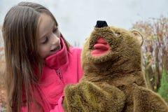 熊少年女孩的女用连杉衬裤 免版税库存照片