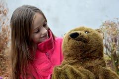 熊少年女孩的女用连杉衬裤 图库摄影