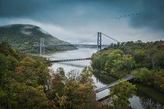 熊山桥梁和哈得逊河 库存照片