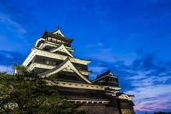 熊本城堡在晚上在熊本,九州,日本 图库摄影