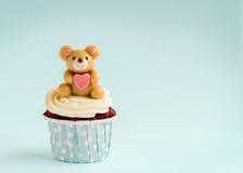 熊杯形蛋糕 图库摄影