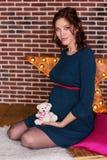 熊概念藏品怀孕怀孕的女用连杉衬裤妇女 免版税库存照片
