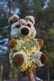 熊猫玩偶玩具由花制成 免版税库存图片