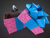 熊猫animail字符礼物盒站立在黑暗的背景被隔绝的下载的惊奇假日买图片数字式例证 图库摄影