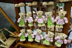 熊玩具由秸杆制成 免版税库存照片