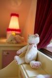 熊被充塞的白色 免版税库存图片