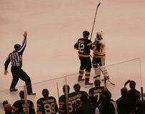 熊-企鹅NHL曲棍球交锋 免版税库存图片