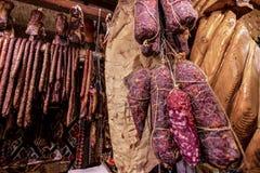 熏制的香肠和蒜味咸腊肠蒂米什瓦拉 免版税库存照片