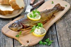 熏制的鳟鱼 免版税库存图片