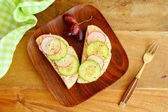 熏制鲑鱼和乳脂干酪开胃菜 免版税库存照片