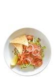 熏制鲑鱼沙拉-隔离 图库摄影