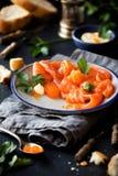 熏制鲑鱼用鱼子酱和面包 库存图片