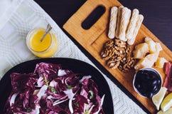 熏火腿二帕尔马和在木桌上的其他意大利食物 库存照片