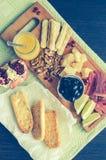 熏火腿二帕尔马和在木桌上的其他意大利食物 图库摄影