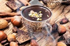 熔化的巧克力、香料和坚果 库存照片
