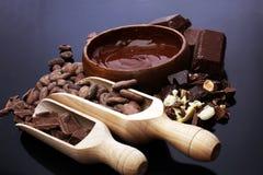 熔化的巧克力/熔化了巧克力巧克力漩涡堆ch 图库摄影