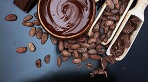 熔化的巧克力/熔化了巧克力巧克力漩涡堆ch 库存照片