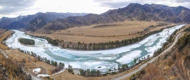 熔化的河 免版税库存图片