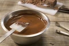 熔化的碗巧克力 免版税库存图片