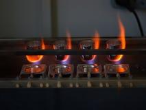 熔化的钢在工厂 金属铸件 金属或金子的一个熔化的过程在被弄脏的背景 冶金 图库摄影