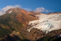 熔化鸡血石的里奇瀑布高山里奇Mt贝克的冰川 免版税库存照片