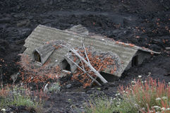 熔岩埋没的议院 免版税库存照片