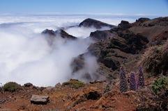 熔岩山和云彩风景  图库摄影