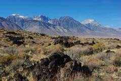 熔岩形成和内华达山脉 库存图片