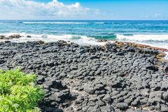 熔岩沿喷出的垫铁海岸,考艾岛,夏威夷晃动 图库摄影