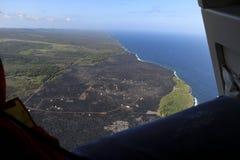 熔岩荒野直升机鸟瞰图由海洋,大岛,夏威夷的 免版税库存照片