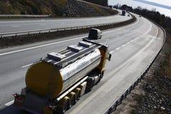 燃料卡车,在活动中的罐车 免版税库存照片