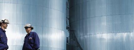 燃料精炼厂塔工作者 免版税库存照片