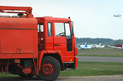 燃料红色卡车 免版税库存照片