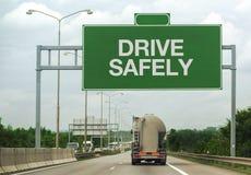 燃料罐车和驱动安全地签字 库存照片