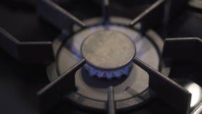 燃烧器煤气炉在厨房里 影视素材